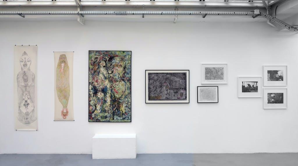 vue de l'exposition *sur le fil*, par jean-hubert martin, galeries christian berst art brut & jean brolly, 2016. - © galerie jean brolly, christian berst — art brut