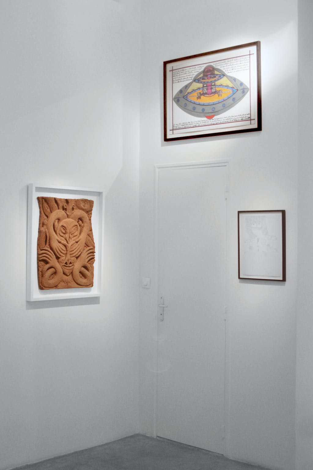 vue de l'exposition *soit dix ans : états intérieurs, exposition collective*, christian berst art brut, paris, 2015. - © christian berst art brut, christian berst — art brut