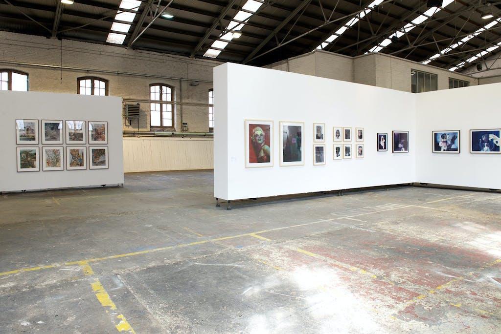 vue de l'exposition *BIP, biennale de l'image possible*, espace b9, liège, belgique, 2016 - © christian berst — art brut