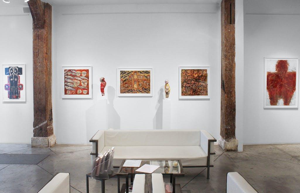 Vue de l'exposition *Michel Nedjar : momentum*, christian berst art brut, Paris, 2014 - © ©christian berst art brut, christian berst — art brut