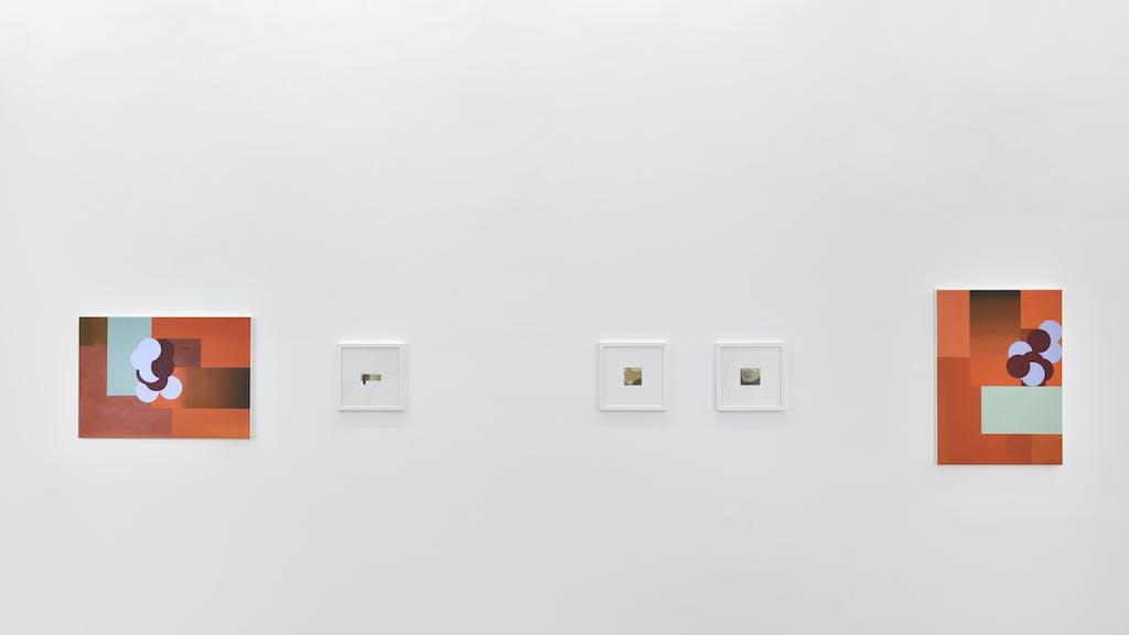 vue de l'exposition *drôle d'endroit pour une rencontre*, galerie thomas bernard - athletico, paris, 2018. - © galerie thomas bernard - athletico, christian berst — art brut