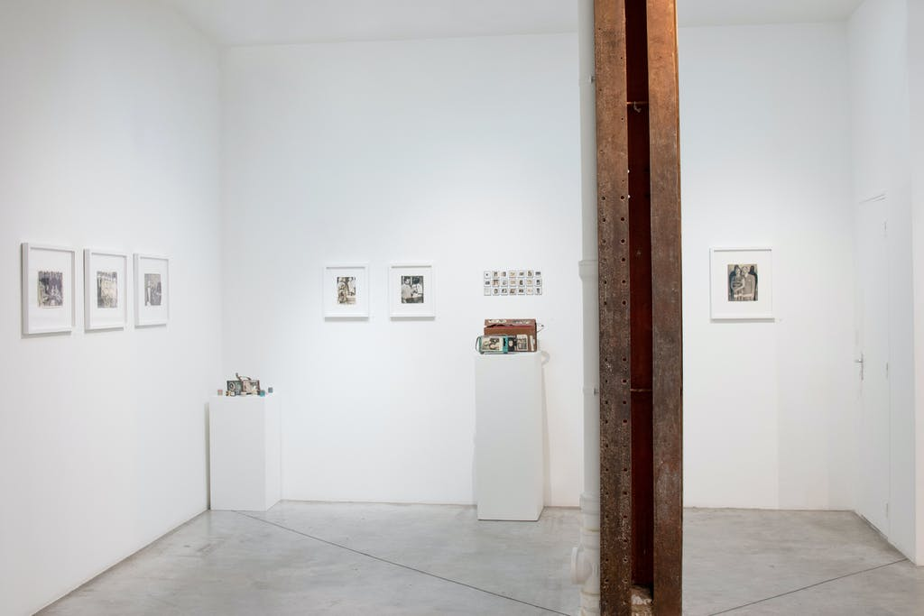 vue de l'exposition *jorge alberto cadi : el buzo*, christian berst art brut, paris, 2019. - © christian berst art brut, photo: elena groud, christian berst — art brut