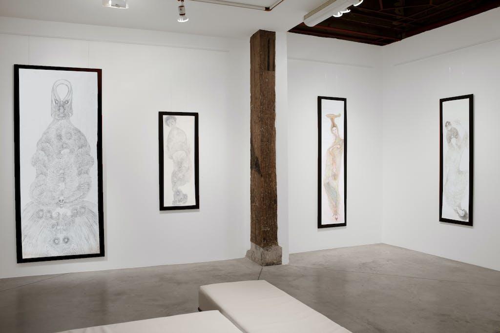 Vue de l'exposition *Guo Fengyi : une rhapsodie chinoise*, christian berst art brut, Paris, 2011 - © ©christian berst art brut, christian berst — art brut